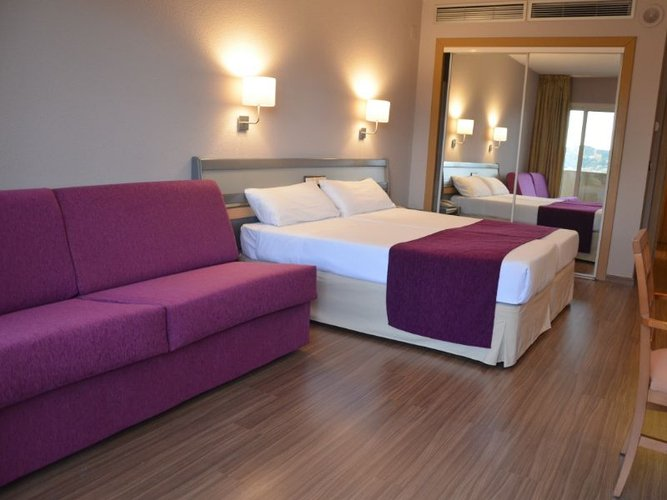 FAMILY ROOM (2 ADULTS + 1 CHILD) Hotel Beatriz Toledo Auditórium & Spa Toledo