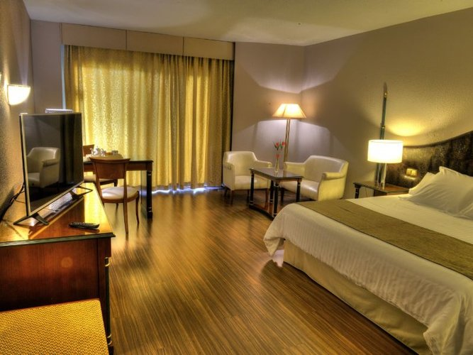 Executive room hotel beatriz toledo auditórium & spa