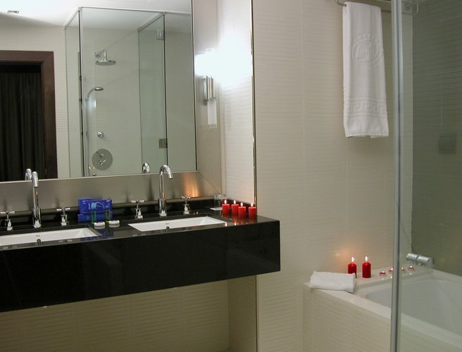 Junior Suite Bathroom Hotel Beatriz Albacete & Spa Albacete